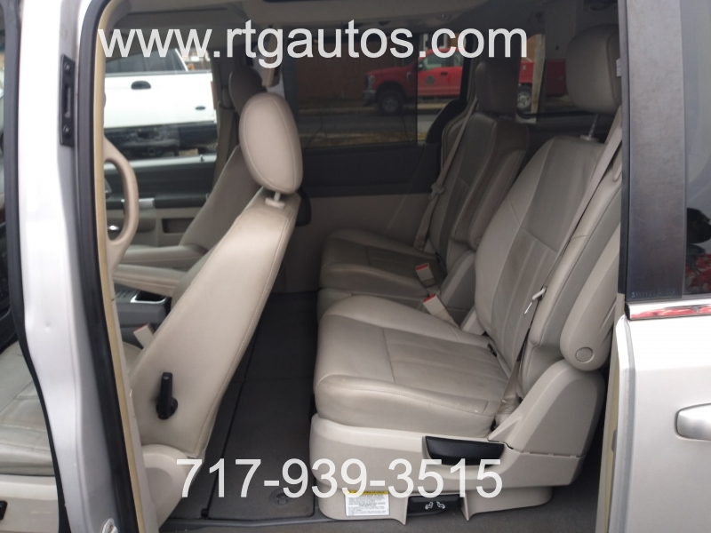 Chrysler Town & Country 2008 price $4,600