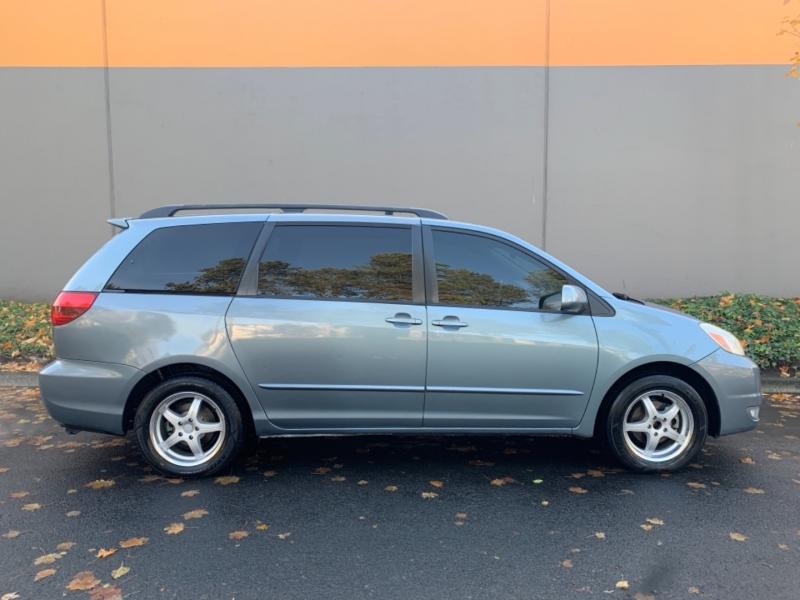 Toyota Sienna 2005 price $5,495