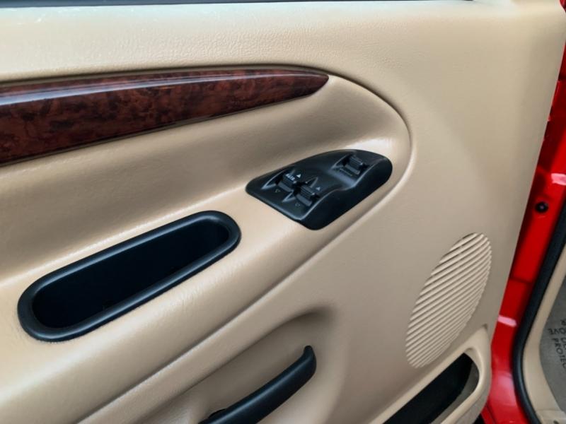 Dodge Ram 2500 2001 price $12,995