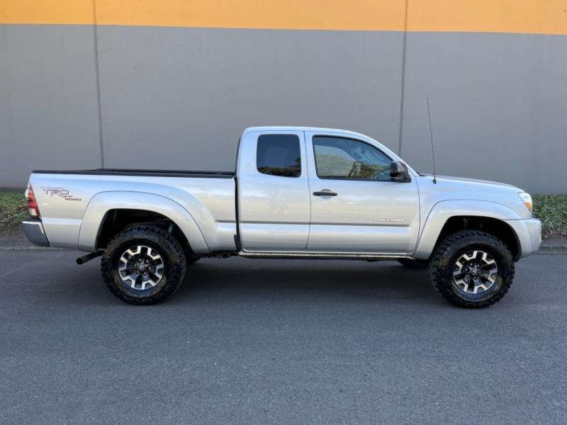 Toyota Tacoma 2010 price $15,995