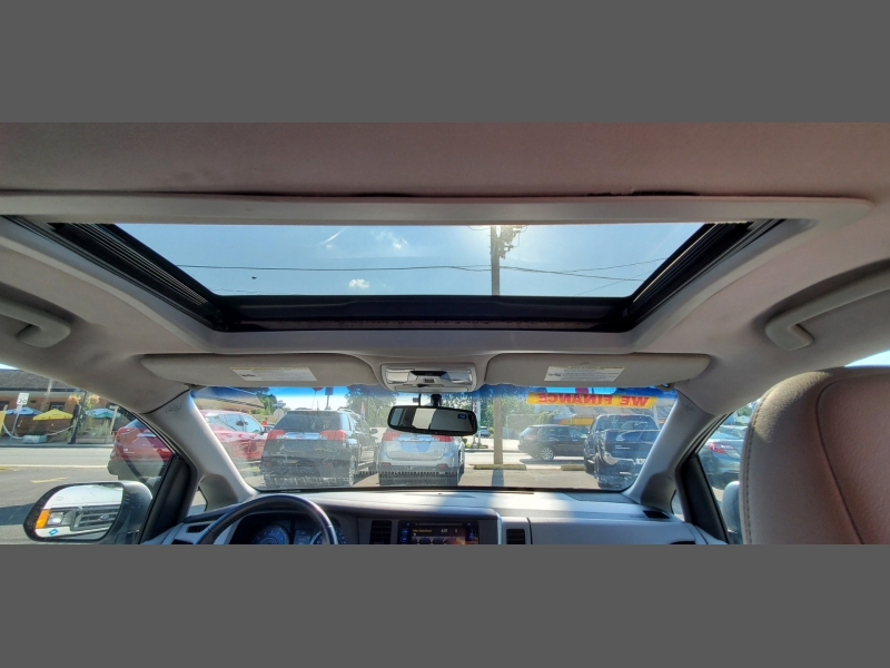 Toyota Sienna 2015 price $18,499