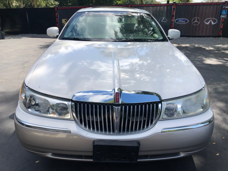 Lincoln Town Car 2001 price $4,990