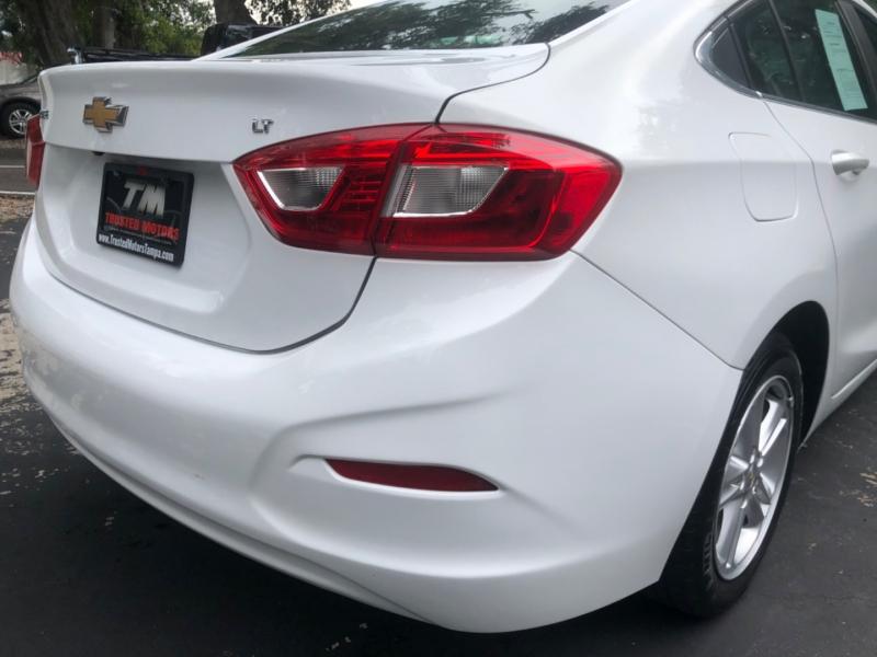 Chevrolet Cruze 2017 price $9,990