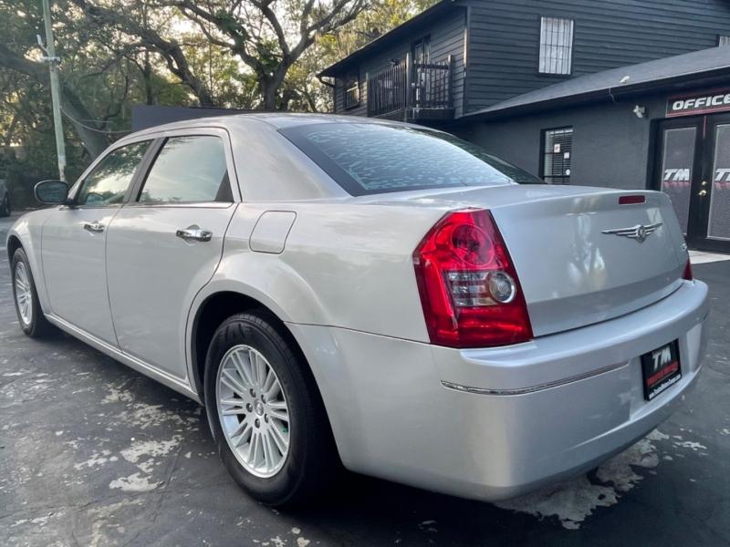 Chrysler 300 2010 price $6,890