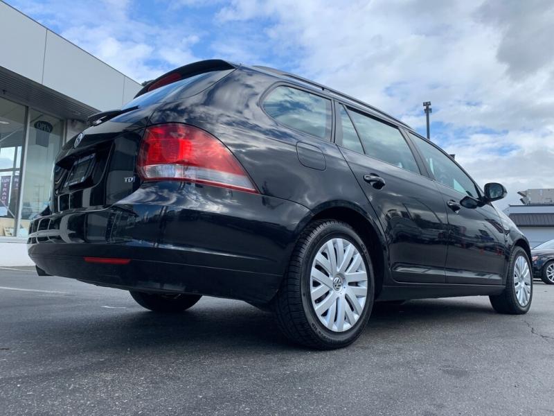 Volkswagen Golf 2014 price $10,888