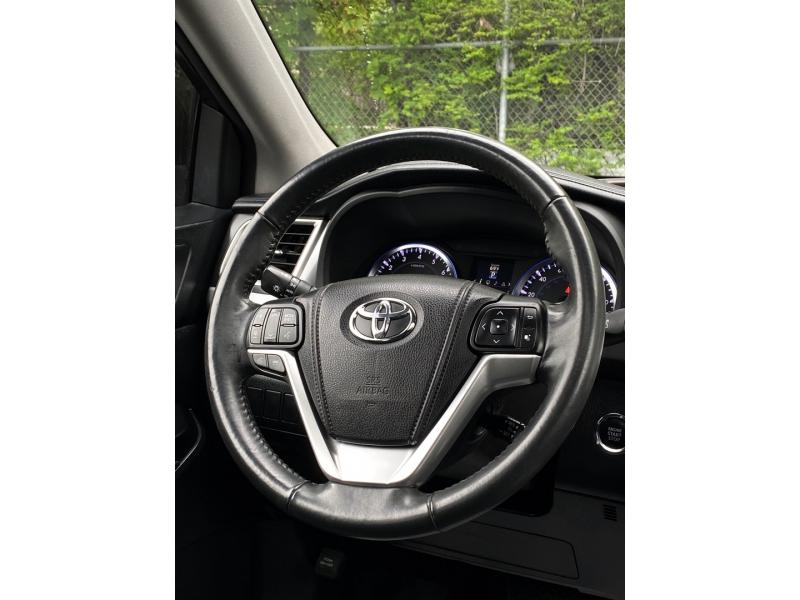 Toyota Highlander 2015 price $22,900