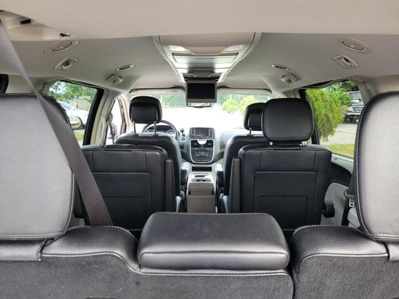 Chrysler Town & Country 2015 price $11,590