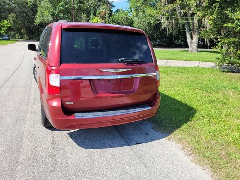Chrysler Town & Country 2013 price $9,950