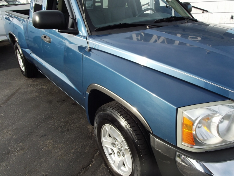 Dodge Dakota 2005 price $8,995