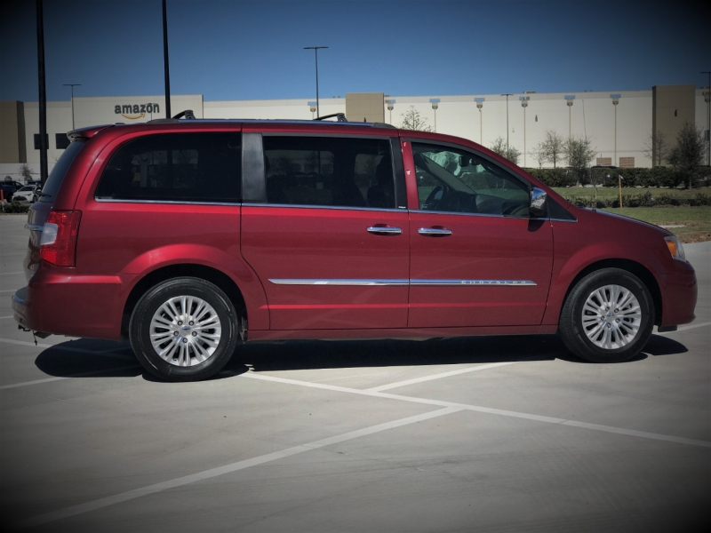 Chrysler Town & Country 2013 price $1,000 Down