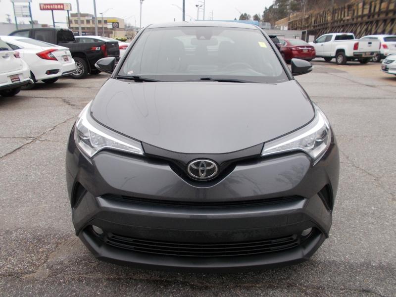 TOYOTA C-HR 2018 price $17,999
