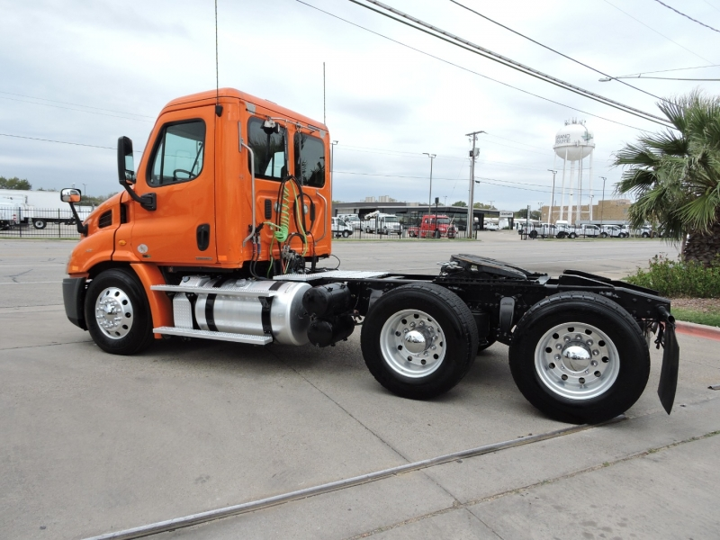 Freightliner CASCADIA DAY CAB 2011 price $23,990