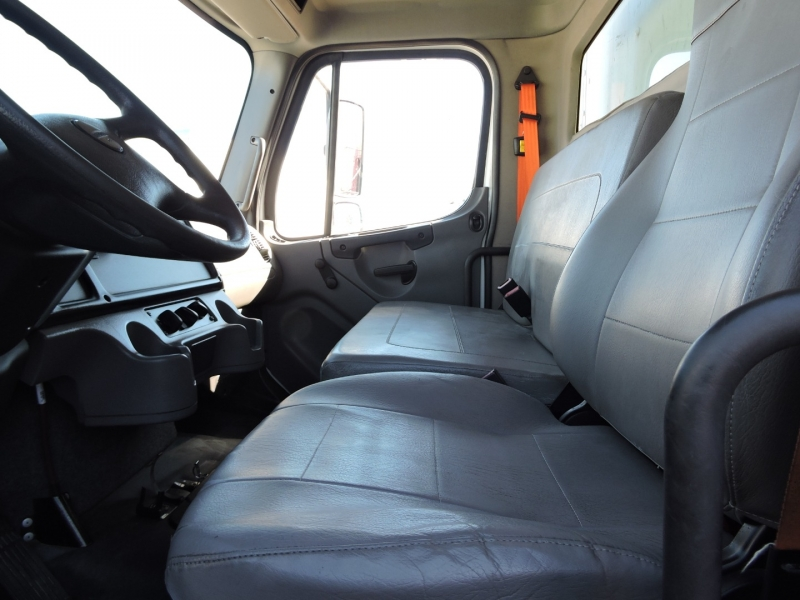 Freightliner M2 26 FOOT BOX LIFTGATE 2015 price $46,990