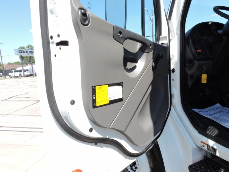 Freightliner M2 26 FOOT BOX LIFTGATE 2013 price $69,900