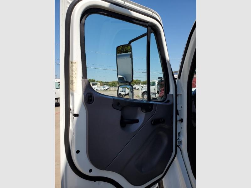 Freightliner M2 26 FOOT BOX TRUCK 2016 price $69,900