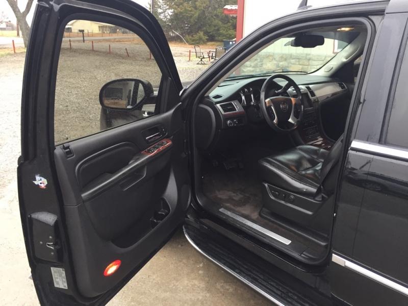 Cadillac Escalade 2011 price $17,500