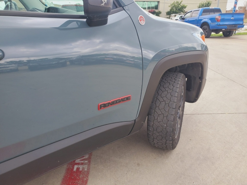 Jeep Renegade 2016 price $2,500