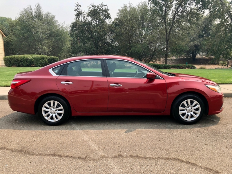 Nissan Altima 2016 price $10,895