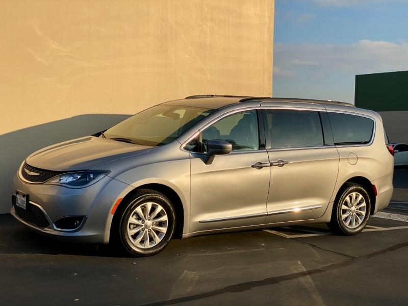Chrysler Pacifica 2017 price $16,995