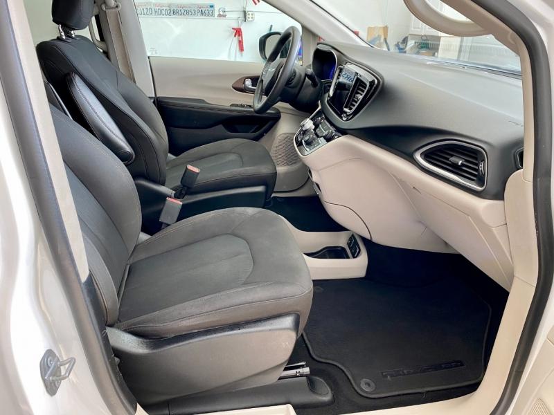 Chrysler Pacifica 2017 price $17,985