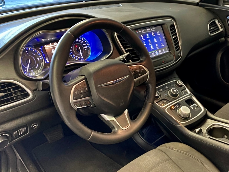 Chrysler 200 2016 price $8,495