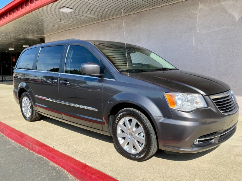 Chrysler Town & Country 2016 price $11,495