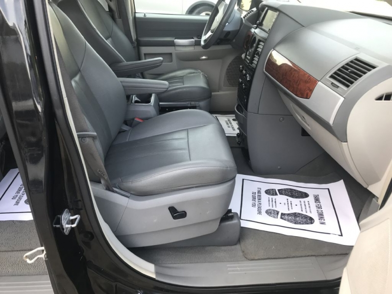 CHRYSLER TOWN & COUNTRY 2008 price $3,988