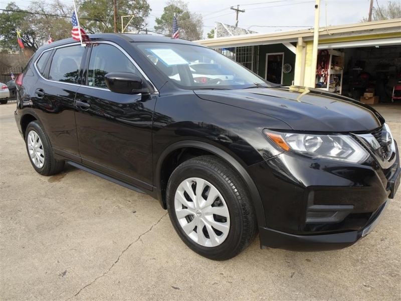 Nissan Rogue 2017 price $14,995