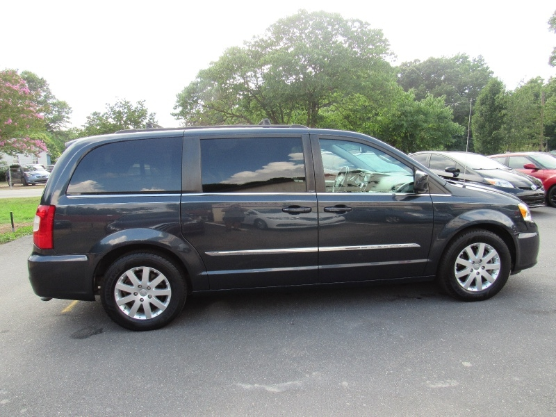Chrysler Town & Country 2013 price $9,500