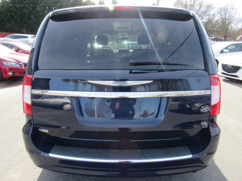 Chrysler Town & Country 2014 price $8,195