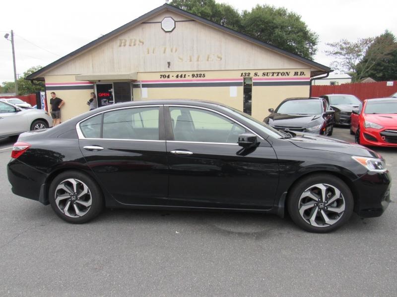 Honda Accord Sedan 2017 price $18,500