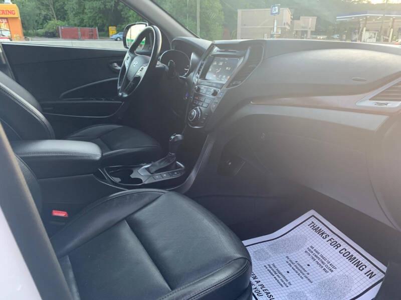 Hyundai Santa Fe 2017 price $19,995
