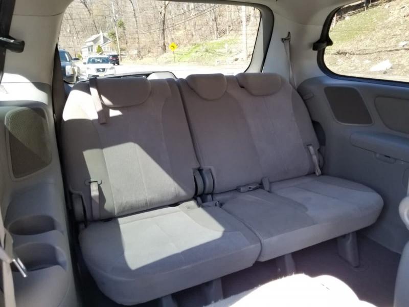 Kia Sedona 2009 price $3,995