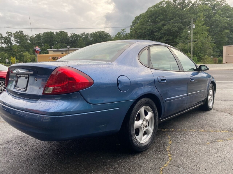 Ford Taurus 2002 price $2,995