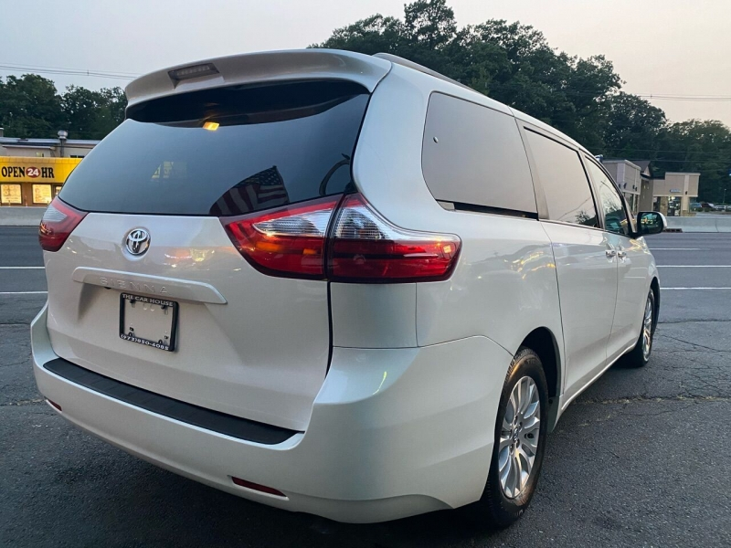 Toyota Sienna 2017 price $25,995