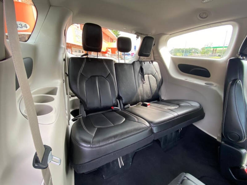 Chrysler Voyager 2020 price $24,995