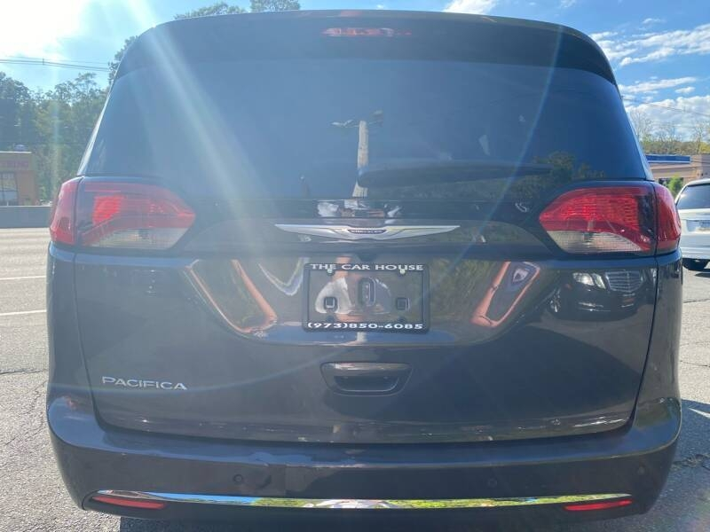 Chrysler Pacifica 2020 price $25,995