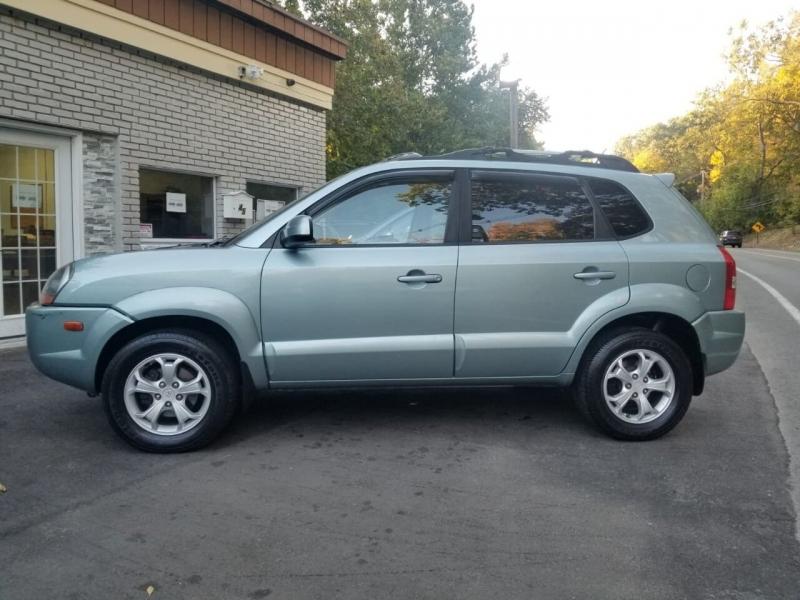 Hyundai Tucson 2009 price $3,995
