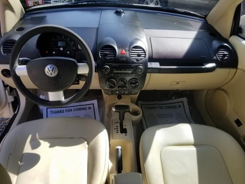 Volkswagen New Beetle Convertible 2005 price $1,995