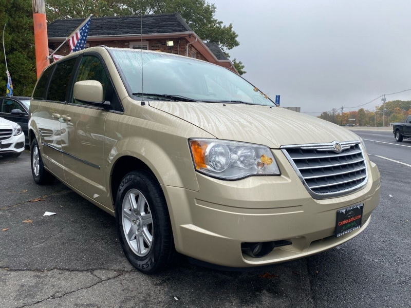 Chrysler Town and Country 2010 price $4,995