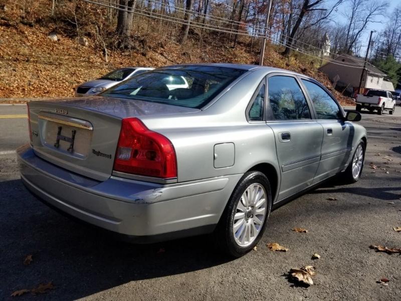 Volvo S80 2004 price $2,495