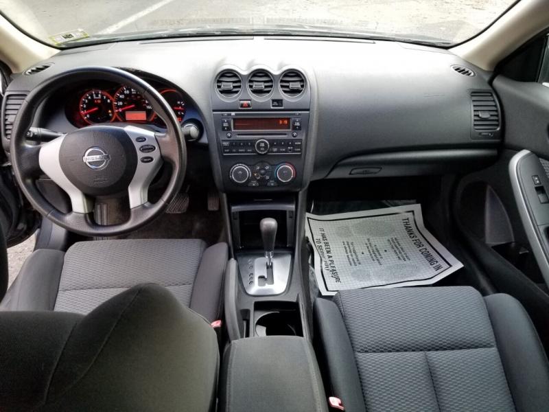 Nissan Altima 2009 price $3,995