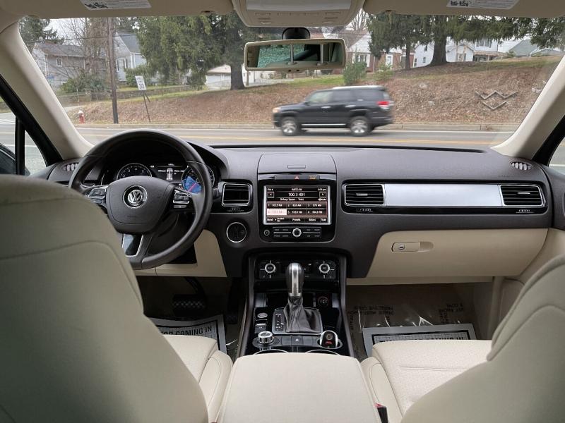 Volkswagen Touareg 2014 price $12,995
