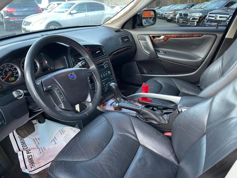 Volvo XC70 2007 price $3,995