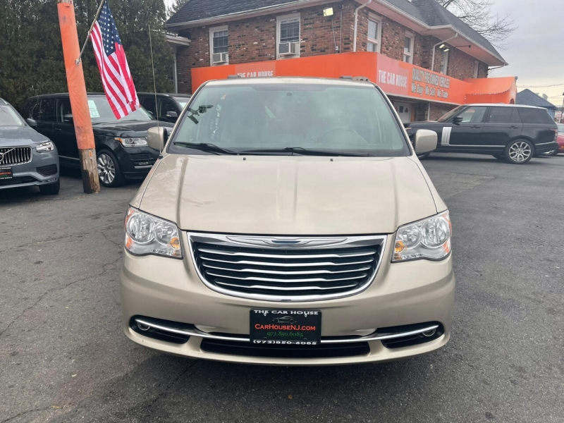 Chrysler Town and Country 2014 price $7,995