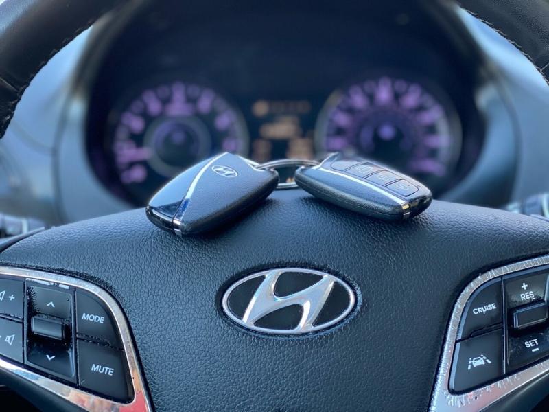 Hyundai Azera 2017 price $13,995