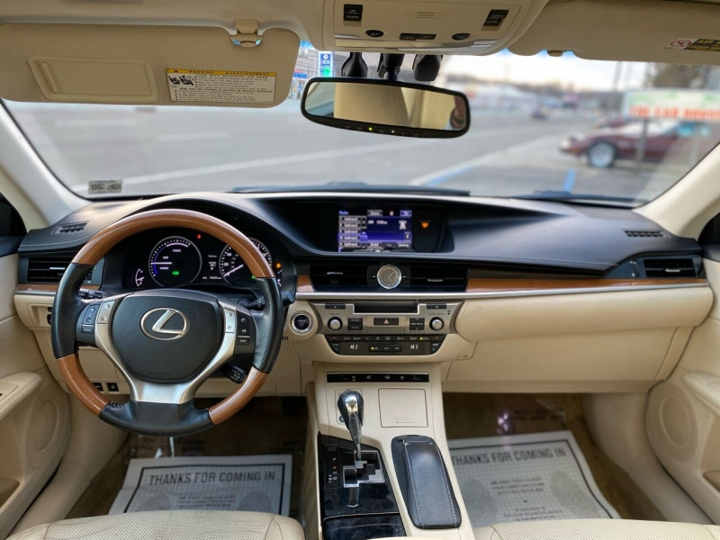 Lexus ES 300h 2015 price $17,995