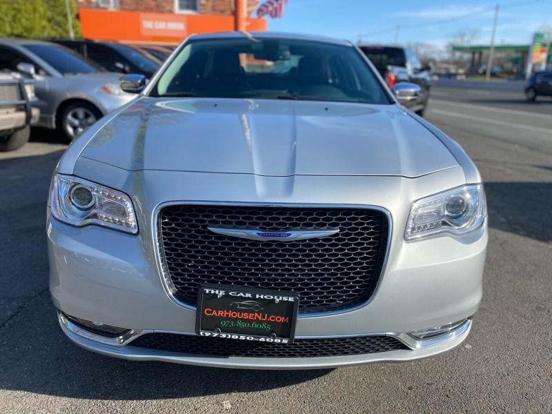 Chrysler 300 2020 price $22,995
