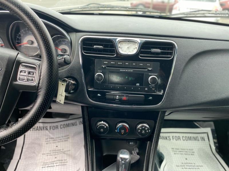 Chrysler 200 2012 price $2,495