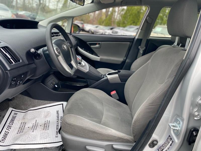 Toyota Prius Plug-in Hybrid 2013 price $12,995